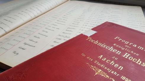 Seite aus dem Matrikelbuch 1932-1951 und Vorlesungsverzeichnis